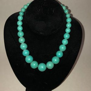 Like new Howlite turquoise necklace